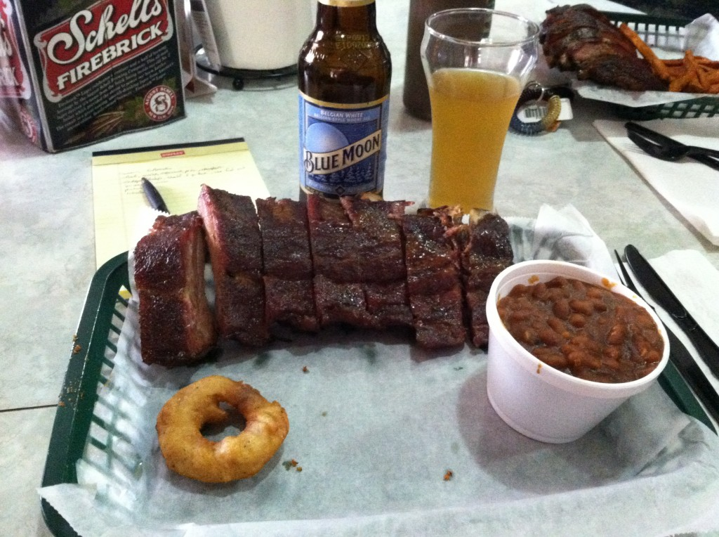 I ordered a 1/2 Rack of Ribs, smoked beans, and washed it down with a Blue Moon.